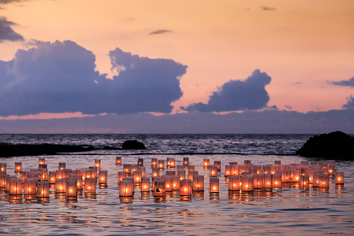 お祭り「Floating lantern ceremony to remember departed」:スマホ壁紙(16)