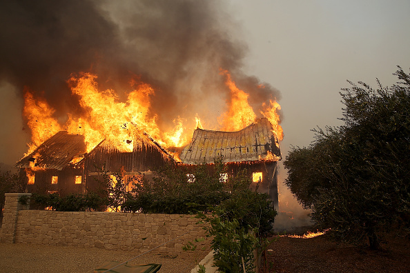 カリフォルニア州「Multiple Wildfires Destroy Homes, Threaten California Wine Country」:写真・画像(4)[壁紙.com]