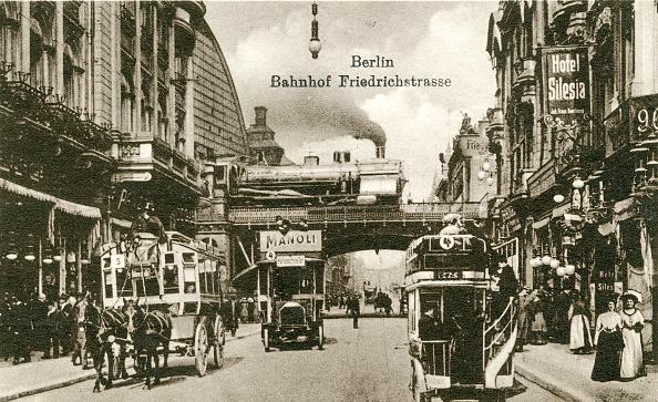 1900-1909「Steam train passing over bridge at Friedrichstrasse Berlin」:写真・画像(10)[壁紙.com]