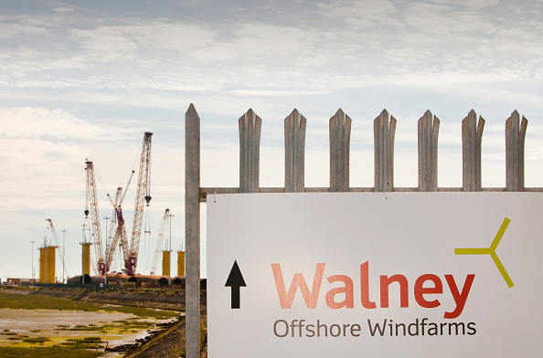 Construction Machinery「Manufacturing the foundations for off shore wind turbines, at Dong Energy's site in BArrow in Furness, Cumbria, UK. The turbines are for the Walney wind farm, about 15km off Barrow in the Irish Sea.」:写真・画像(0)[壁紙.com]