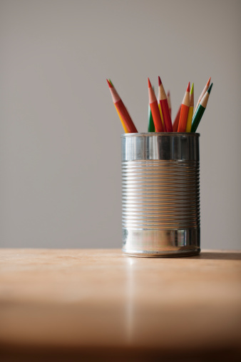 Surface Level「Can with pencils on table」:スマホ壁紙(14)