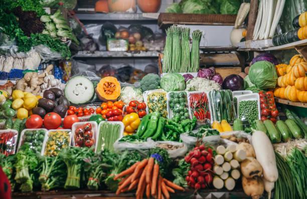 Market stall with fresh vegetables:スマホ壁紙(壁紙.com)