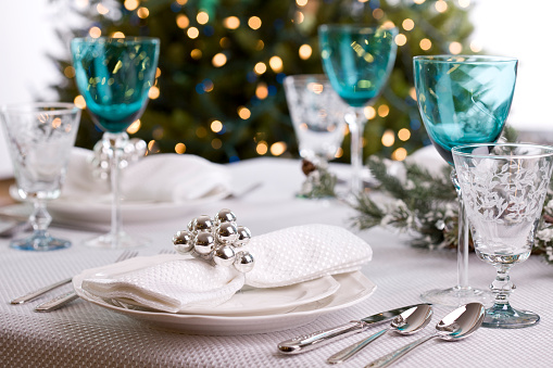 Porcelain「Holiday Dining (XXL)」:スマホ壁紙(1)