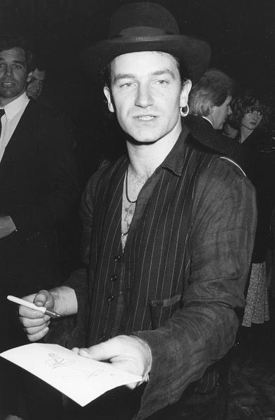 Writing「Bono」:写真・画像(8)[壁紙.com]