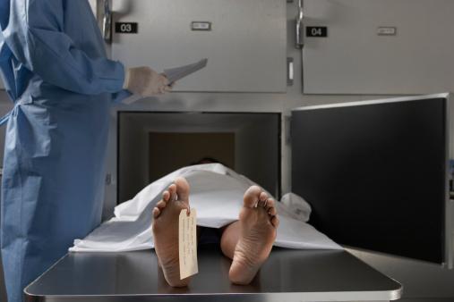 """夕焼け 海「""""Cadaver on autopsy table, label tied to toe, close-up""""」:スマホ壁紙(0)"""