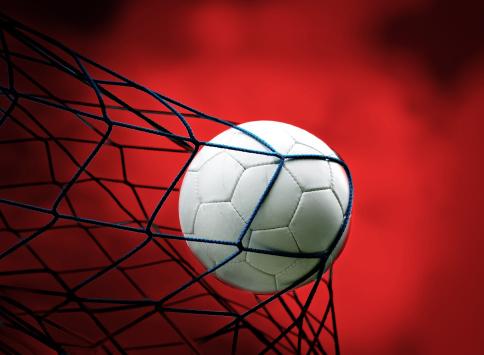 Taking a Shot - Sport「football」:スマホ壁紙(8)