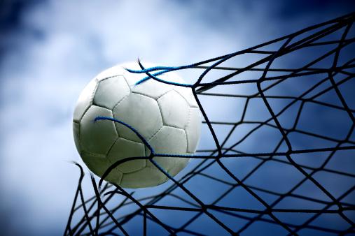 Taking a Shot - Sport「football」:スマホ壁紙(9)