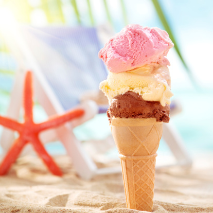Ice Cream Parlor「Melting ice cream on the beach」:スマホ壁紙(18)