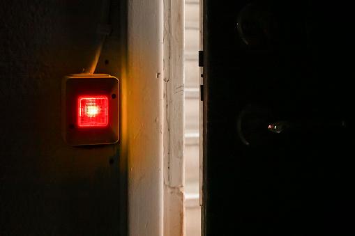 Basement「Red light switch in basement」:スマホ壁紙(11)