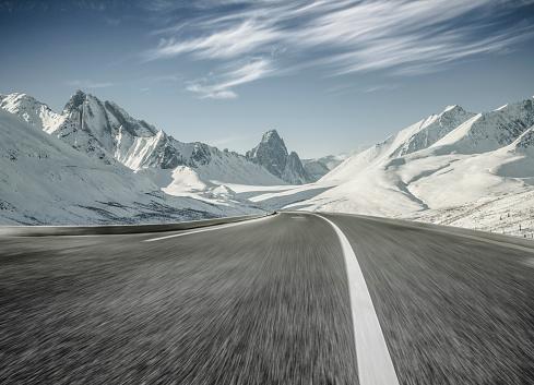 Mountain Road「empty asphalt road towards snow mountains,blurred motion」:スマホ壁紙(14)