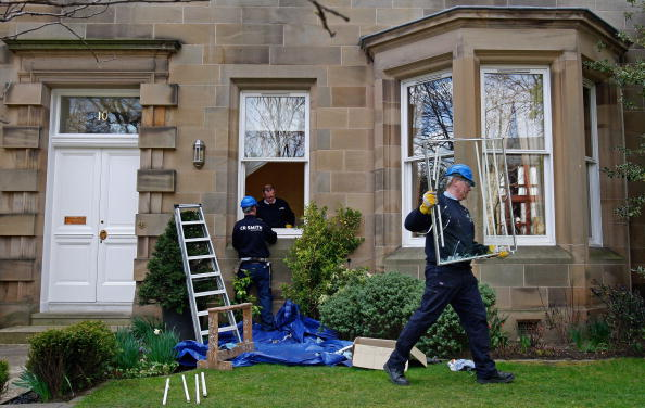 Glazier「The Home Of Former RBS Boss Fred Goodwin Is Vandalised」:写真・画像(4)[壁紙.com]