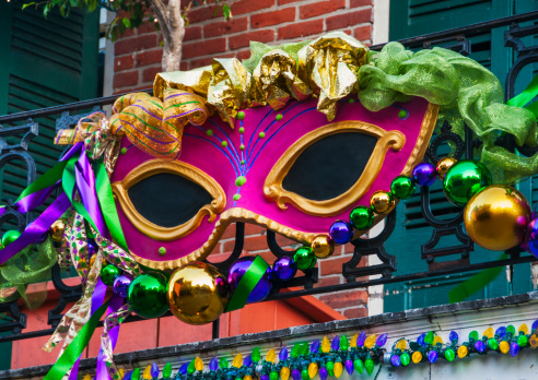 Gulf Coast States「USA, New Orleans, Louisiana, Mardi Gras mask hanging on balcony's railing」:スマホ壁紙(13)