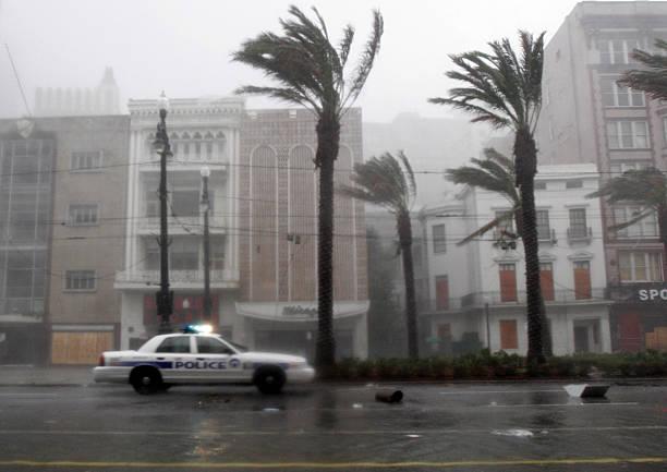 Hurricane Katrina Slams Gulf Coast:ニュース(壁紙.com)
