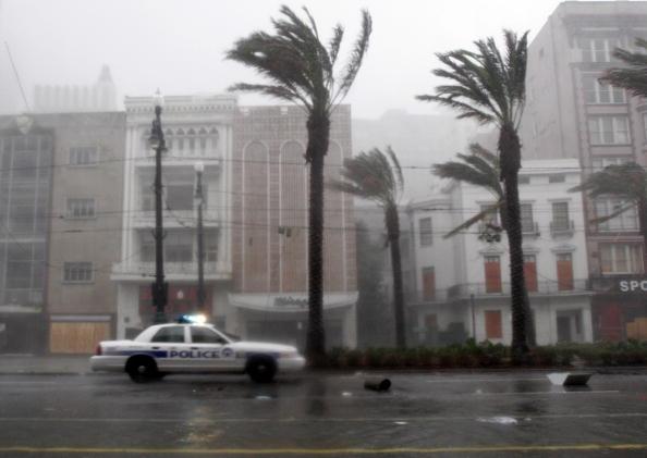 Torrential Rain「Hurricane Katrina Slams Gulf Coast」:写真・画像(13)[壁紙.com]