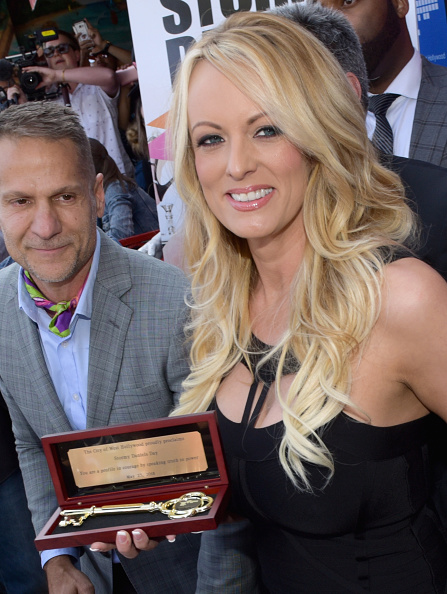 West Hollywood「Stormy Daniels Receives A City Proclamation And Key To The City Of West Hollywood」:写真・画像(17)[壁紙.com]