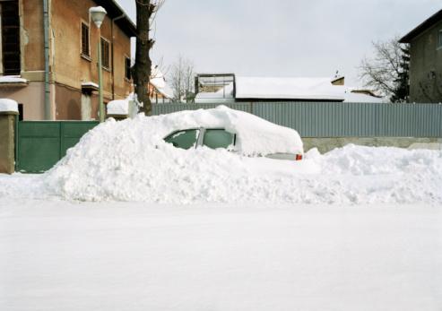 Misfortune「Car covered in snow drift」:スマホ壁紙(8)