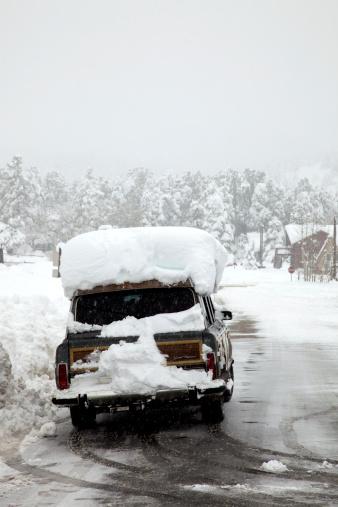 Snowdrift「Car covered in snow」:スマホ壁紙(12)