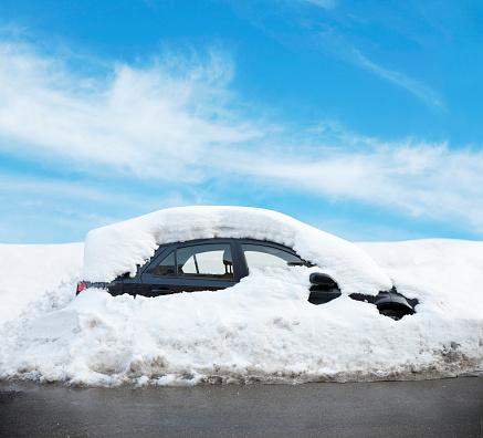 雪景色「車の雪で覆われた」:スマホ壁紙(15)