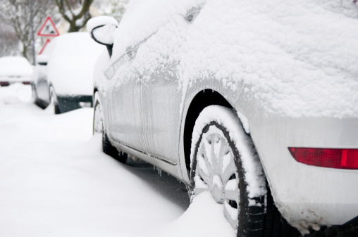 Snowdrift「Car covered with snow, city streets - winter in Germany」:スマホ壁紙(3)