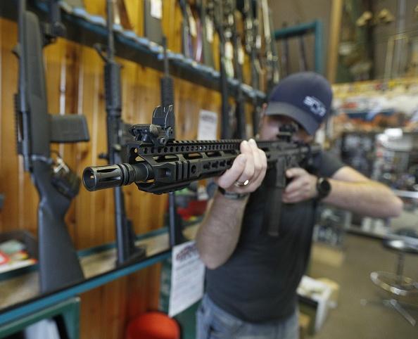 AR-15「AR-15 Assault Rifles Sold At Utah Gun Shop」:写真・画像(14)[壁紙.com]