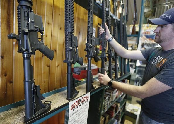 AR-15「AR-15 Assault Rifles Sold At Utah Gun Shop」:写真・画像(16)[壁紙.com]