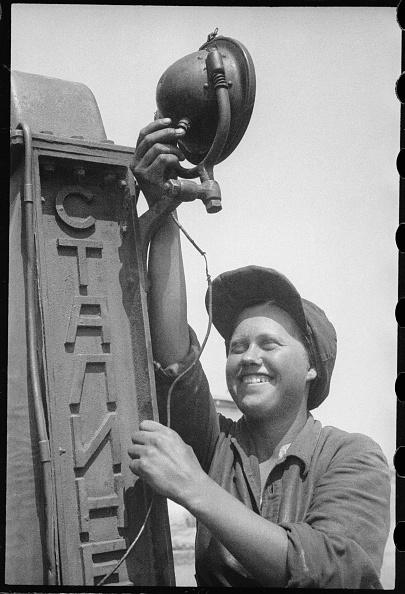 Max Penson「A Tractor Operator」:写真・画像(4)[壁紙.com]