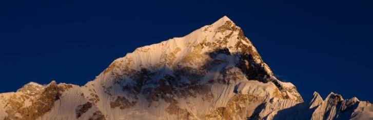 Khumbu「Nepal, Nuptse Wall, Sunlight over the peak of the mountain」:スマホ壁紙(6)
