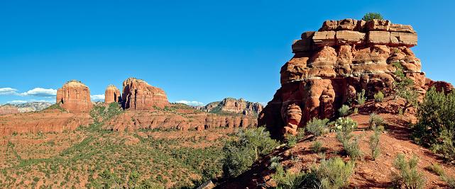 Yavapai County「USA, Arizona, Yavapai County, Coconino National Forest, Cathedral Rock viewed from Baldwin Altar」:スマホ壁紙(10)