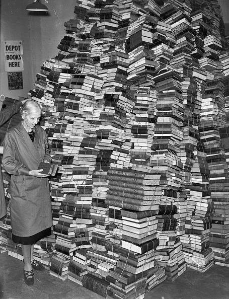 Large Group Of Objects「Book Mountain」:写真・画像(15)[壁紙.com]
