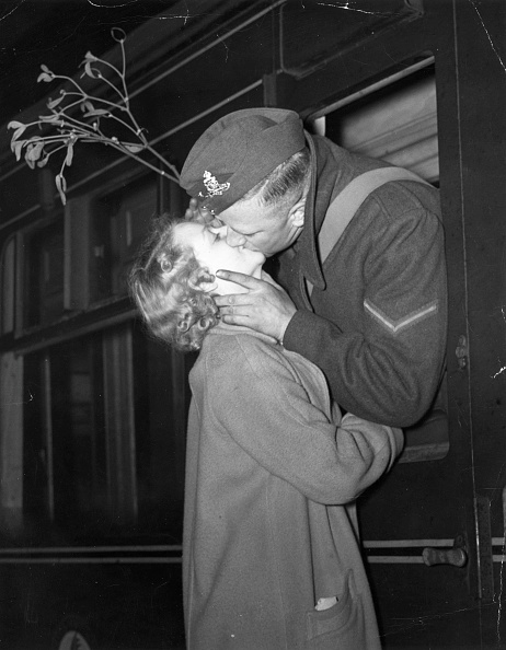 Christmas「Mistletoe Kiss」:写真・画像(0)[壁紙.com]