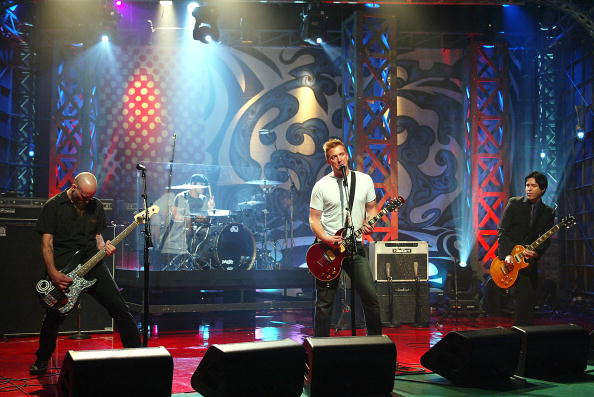 Burbank「Queens of the Stone Age Appear on The Tonight Show with Jay Leno」:写真・画像(14)[壁紙.com]