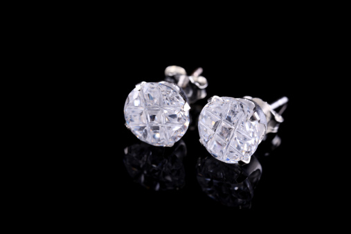 Earring「Pair of silver diamond stud earrings on a black background」:スマホ壁紙(1)