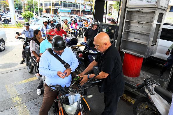 Refueling「Massive Power Outage In Venezuela」:写真・画像(4)[壁紙.com]