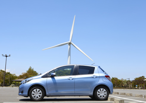 Horizontal「Wind turbine and a car」:スマホ壁紙(10)