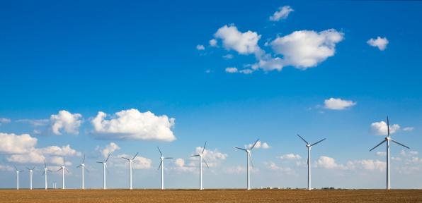 Wind Turbine「wind turbines in a row on the West Texas plains」:スマホ壁紙(4)