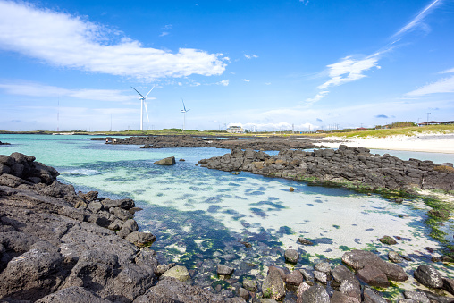 済州島「Wind turbines, Gimnyeong Beach, Jeju Island, South Korea」:スマホ壁紙(7)
