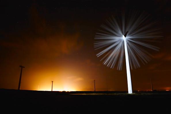 Dawn「Wind turbine, Lincolnshire, UK (long exposure)」:写真・画像(13)[壁紙.com]