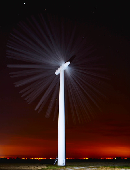 Dawn「Wind turbine, Lincolnshire, UK (long exposure)」:写真・画像(12)[壁紙.com]