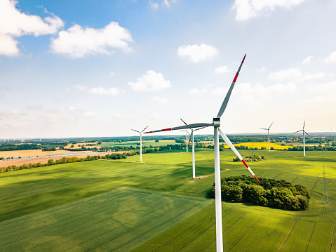 Wind Turbine「wind turbines in sunny landscape」:スマホ壁紙(15)