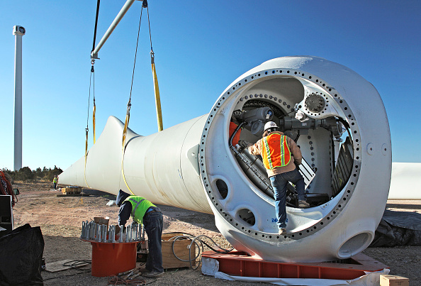 Turbine「Wind turbine construction near Mountainair, New Mexico, USA」:写真・画像(13)[壁紙.com]