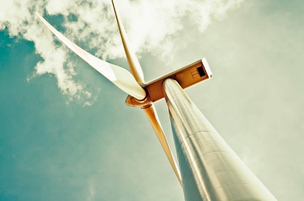 Wind turbine with green sky:スマホ壁紙(壁紙.com)