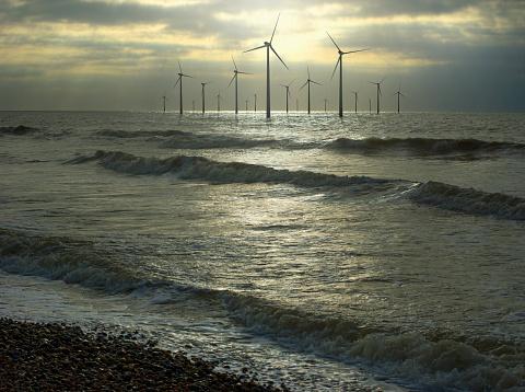Efficiency「Wind turbines in ocean, Brighton, Sussex, England」:スマホ壁紙(11)