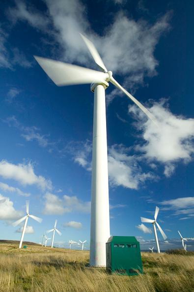 Wind「Wind turbines turning in the wind, on the moors above Burnley, Lancashire, UK」:写真・画像(3)[壁紙.com]