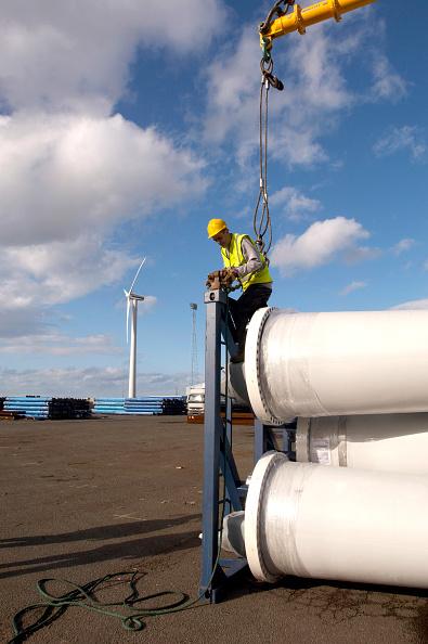Blade「Wind turbine blades being unloaded at Liverpool docks UK」:写真・画像(3)[壁紙.com]