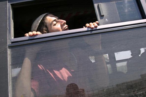 Skull Cap「Israeli Troops Close In On Settlers Occupying Hotel In Gush Katif」:写真・画像(7)[壁紙.com]