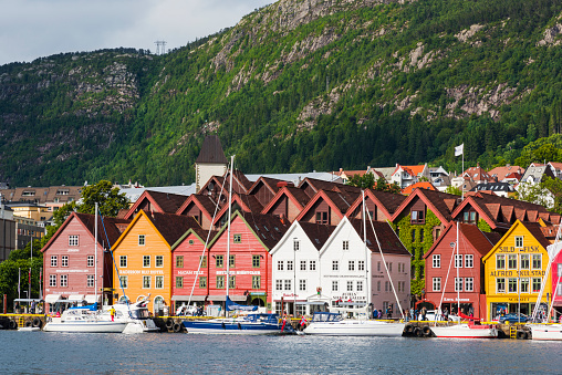 UNESCO World Heritage Site「Norway, Hanseviertel Bryggen, harbour with colorful houses」:スマホ壁紙(12)