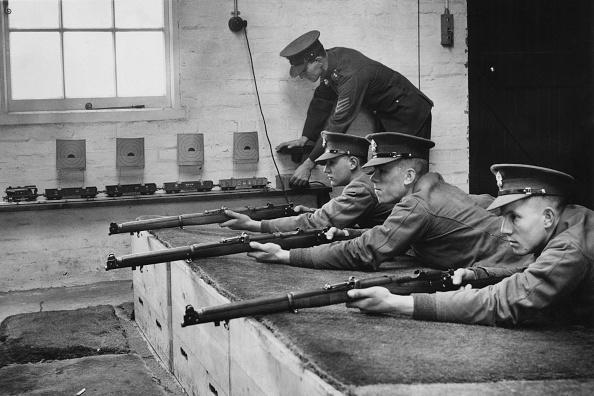 Fred Morley「Weapons Training」:写真・画像(14)[壁紙.com]