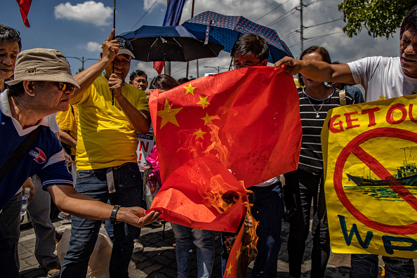 Participant「Filipinos Protest Against Sinking Of Boat In The Disputed South China Sea」:写真・画像(12)[壁紙.com]
