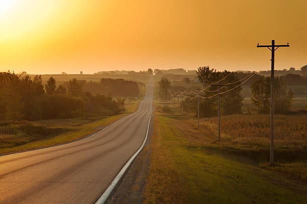 Morning Sunrise over Rural Farm Country Road:スマホ壁紙(壁紙.com)