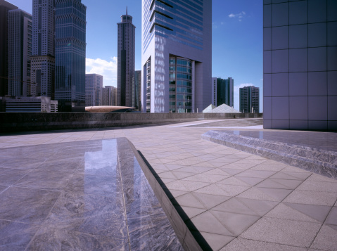Pedestrian Zone「Morning sunlight hitting financial district of Dubai」:スマホ壁紙(4)